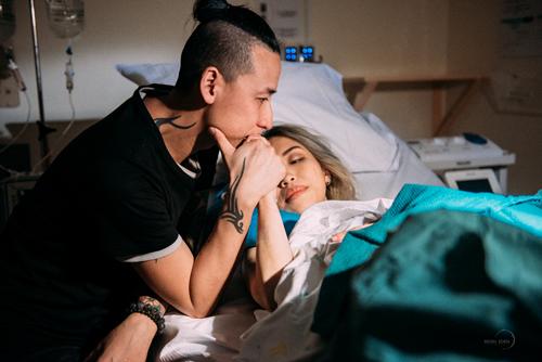 Nín thở xem từng khoảnh khắc bà mẹ Việt lâm bồn - ảnh 13