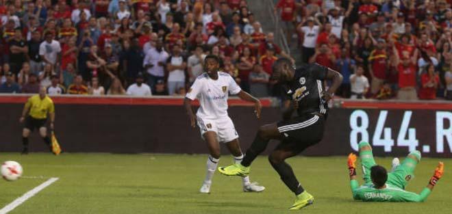Lukaku dáng dấp Rooney, MU vẫn cần cả Perisic lẫn Morata - 1