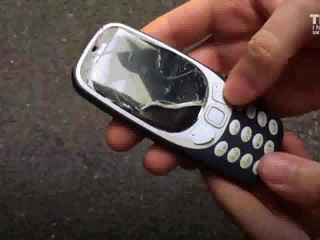 """Thử phá hỏng huyền thoại """"cục gạch"""" hồi sinh của Nokia"""