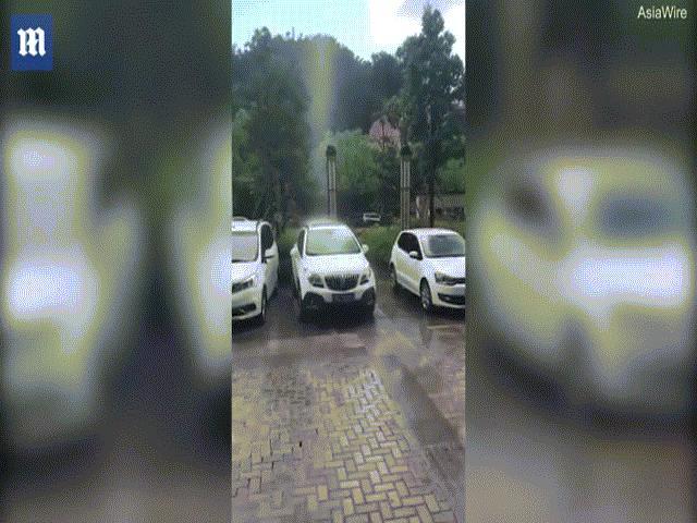 Video: Trời rầm rầm bắn đá xuống đất ở Tây Ban Nha - 1
