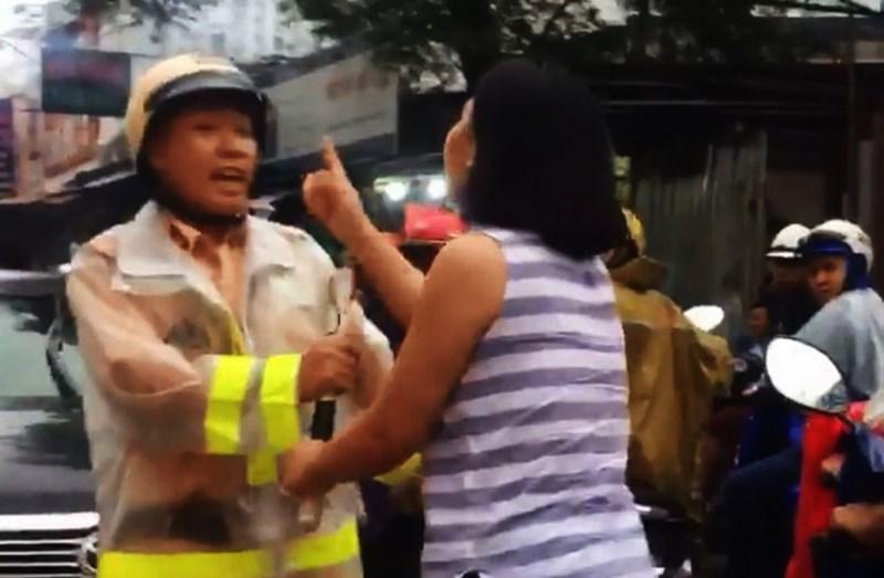 Nóng 24h qua: Những tình tiết mới vụ nữ tài xế chửi bới, túm áo CSGT