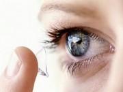 Sử dụng kính áp tròng gây hại cho mắt thế nào?