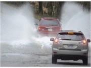 Tư vấn - Kinh nghiệm 'vàng' lái xe trong thời tiết mưa bão
