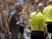"""Bóng đá - MU thắng nhọc: Mourinho """"cãi"""" trọng tài khiến Valencia bị đuổi"""