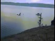 Video máy bay chở du khách đâm hồ nước lớn nhất thế giới