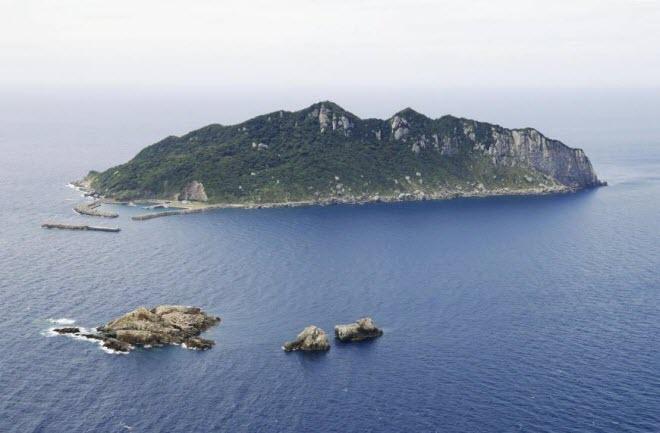 """""""Đảo đàn ông"""" ở Nhật cấm du khách từ năm 2018 - 1"""