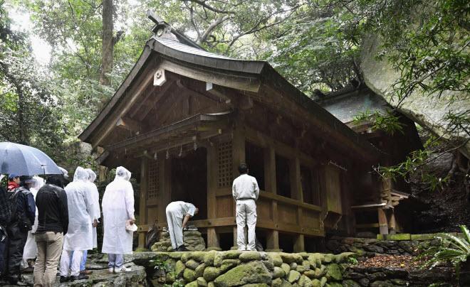 """""""Đảo đàn ông"""" ở Nhật cấm du khách từ năm 2018 - 6"""