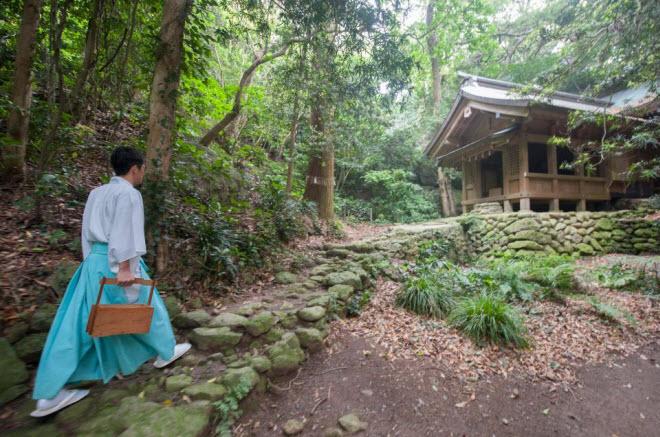 """""""Đảo đàn ông"""" ở Nhật cấm du khách từ năm 2018 - 7"""