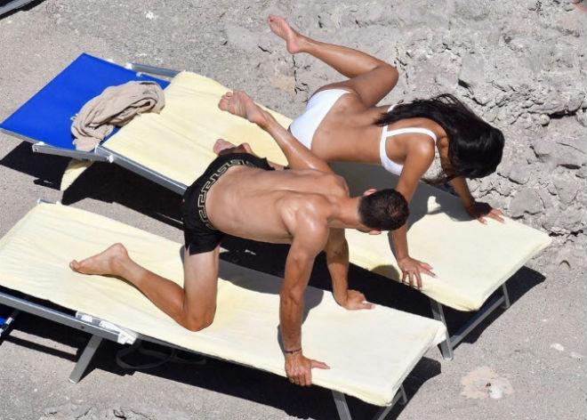 """""""Bồ già"""" diện bikini rực lửa, ôm hôn """"Tiểu Federer"""" say đắm - 6"""