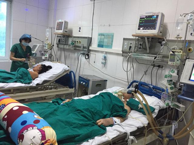 Bệnh nhân nằm chồng chéo vì sốt xuất huyết - 14