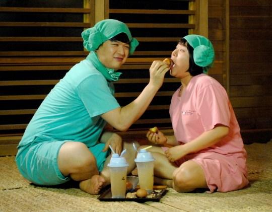 Bật mí cách làm món trứng tắm hơi nổi như cồn trong phim Hàn - 1