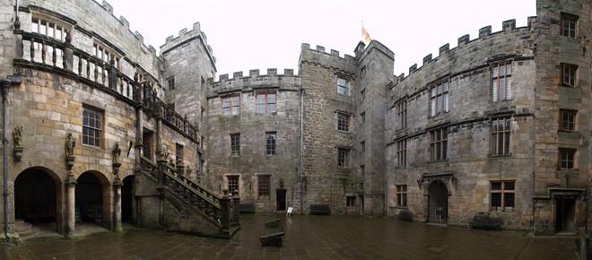 Lạnh người với những lâu đài ma ám đáng sợ nhất thế giới - 1