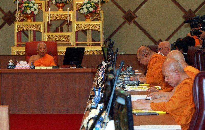 Vì sao các nhà sư Thái Lan ăn chơi không sớm bị ngăn cản? - 2