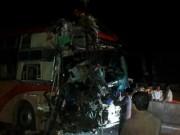 Kinh hoàng: 3 xe giường nằm tông nhau, 20 người thương vong