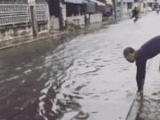 Ảnh động: Bắt gặp tình huống éo le ngày mưa lụt
