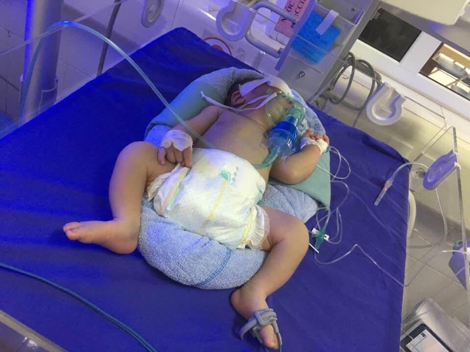 Để trẻ sơ sinh trong phòng kín tối, khó phát hiện căn bệnh nguy hiểm tính mạng - 1