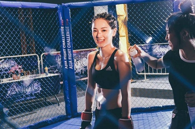 """Thân hình nóng bỏng của con dâu tương lai """"ông trùm TVB"""" - 11"""