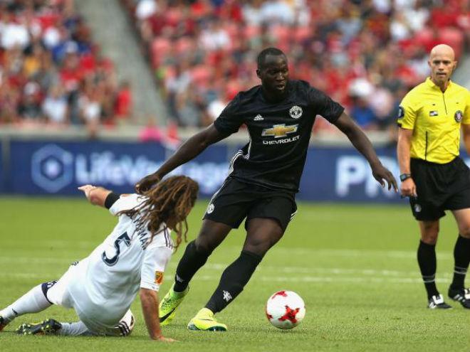 """MU """"đốt tiền"""", Mourinho vẫn chê Chelsea - Man City khờ khạo - 1"""