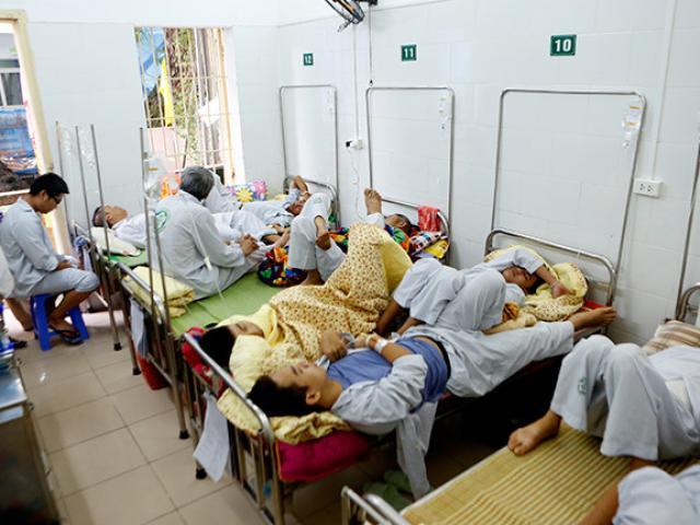 Bệnh viện quá tải, bác sĩ quay cuồng vì dịch sốt xuất huyết - 13