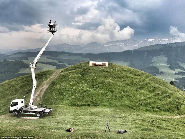 Lạ lùng khách sạn không có gì ngoài giường trên núi Alps - 3