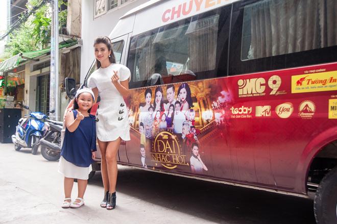 Nghệ sĩ Việt hạnh phúc khi mang niềm vui đến khán giả TodayTV - 9
