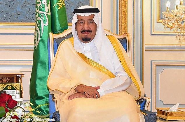 Video hoàng tử Ả Rập Saudi đánh người khiến vua giận dữ - 2