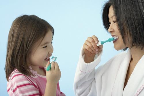 Chảy máu chân răng khi đánh răng: Dấu hiệu chớ coi thường! - 4