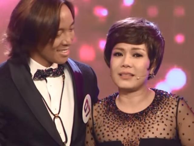 Việt Hương khóc nghẹn khi được chồng thể hiện tình cảm trên truyền hình