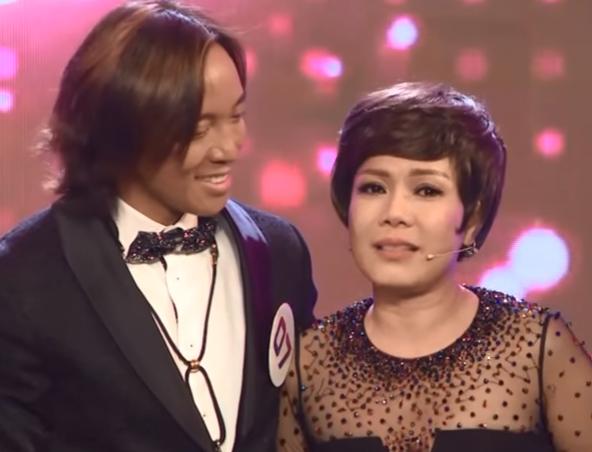 Việt Hương khóc nghẹn khi được chồng thể hiện tình cảm trên truyền hình - 1