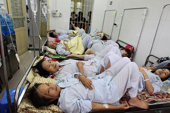 Bệnh viện quá tải, bác sĩ quay cuồng vì dịch sốt xuất huyết - 10