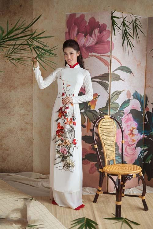 Huyền My diện áo dài trang nhã vẫn vô cùng gợi cảm - 5