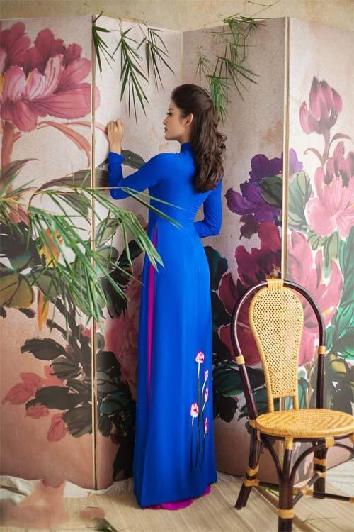 Huyền My diện áo dài trang nhã vẫn vô cùng gợi cảm - 8