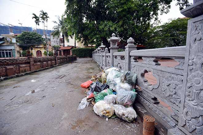 """""""Khủng hoảng"""" rác thải, phố Thủ đô ngập chìm trong… rác       - 9"""