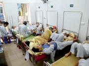 Tin tức trong ngày - Bệnh nhân nằm chồng chéo vì sốt xuất huyết