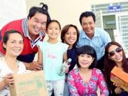Con gái 7 tuổi của Việt Hương gây chú ý trong chuyến đi từ thiện