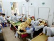 Bệnh nhân nằm chồng chéo vì sốt xuất huyết