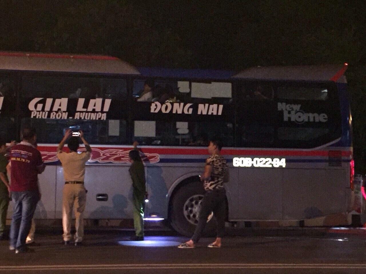 Xe khách giường nằm lại bị ném đá trên đường Hồ Chí Minh - 1