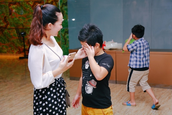 Fan nhí khóc nức nở vì không được chụp ảnh cùng Sơn Tùng - 6