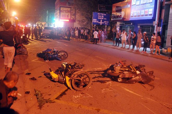 Hiện trường tai nạn kinh hoàng 13 ô tô, xe máy đâm nhau ở SG - 1