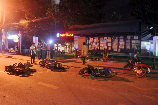 Hiện trường tai nạn kinh hoàng 13 ô tô, xe máy đâm nhau ở SG - 3