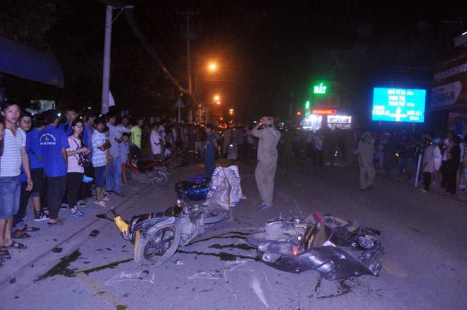 Hiện trường tai nạn kinh hoàng 13 ô tô, xe máy đâm nhau ở SG - 2