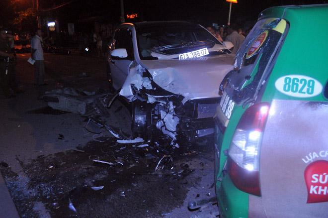 Hiện trường tai nạn kinh hoàng 13 ô tô, xe máy đâm nhau ở SG - 5