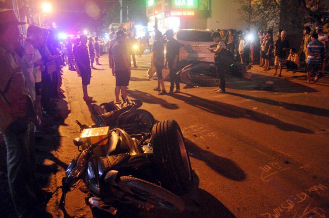 Hiện trường tai nạn kinh hoàng 13 ô tô, xe máy đâm nhau ở SG - 10