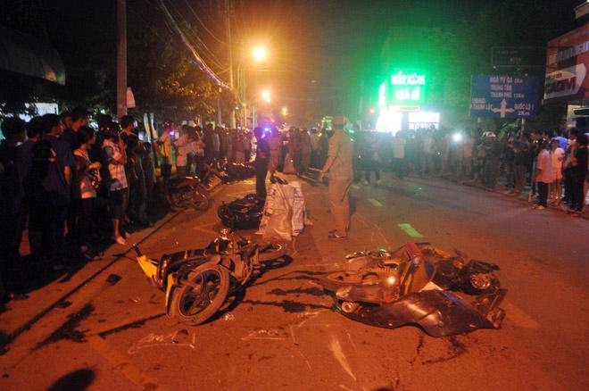 Hiện trường tai nạn kinh hoàng 13 ô tô, xe máy đâm nhau ở SG - 7