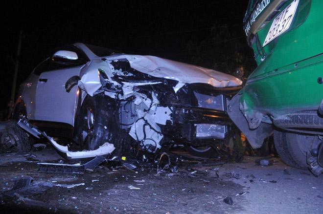 Hiện trường tai nạn kinh hoàng 13 ô tô, xe máy đâm nhau ở SG - 11