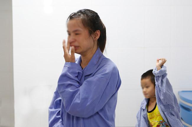 Xót xa các bệnh nhi đau đớn quấy khóc vì mắc sùi mào gà - 4