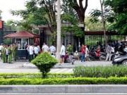 """Dân Sầm Sơn kéo tới UBND tỉnh Thanh Hóa """"  đòi """"  việc làm"""