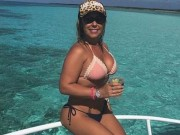 Thế giới - Đăng ảnh bikini, nữ cảnh sát Brazil được cầu hôn liên tục