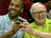 Tài chính - Bất động sản - Bất ngờ với 2 thứ tỷ phú Warren Buffett luôn mang trong ví