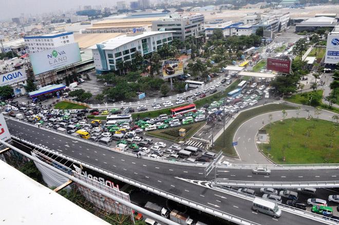 Trước đó, sáng 20.7, các tuyến đường quanh sân bay xảy ra ùn tắc dữ dội kéo dài hơn 5 tiếng đồng hồ.